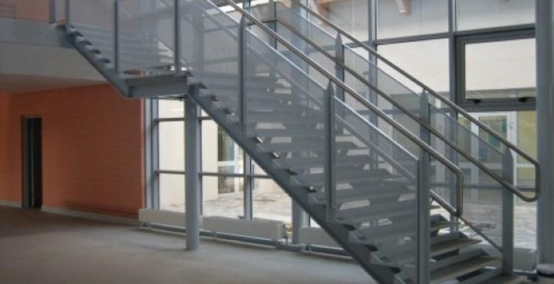 Fabrica escada reta de ferro