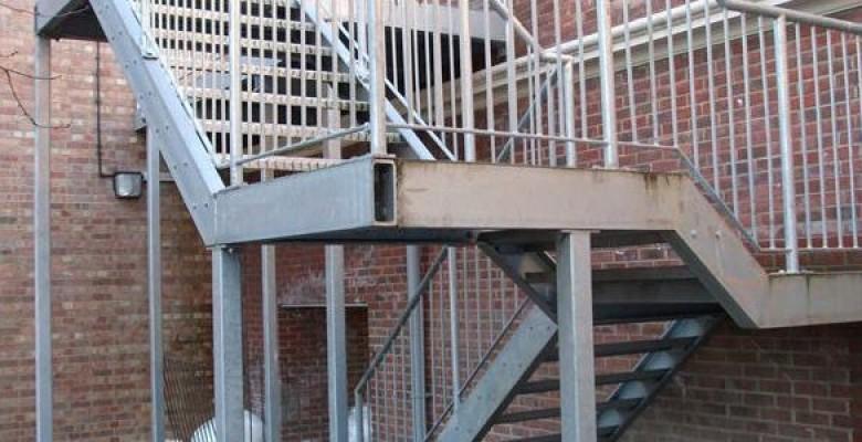 Escada estrutura metálica